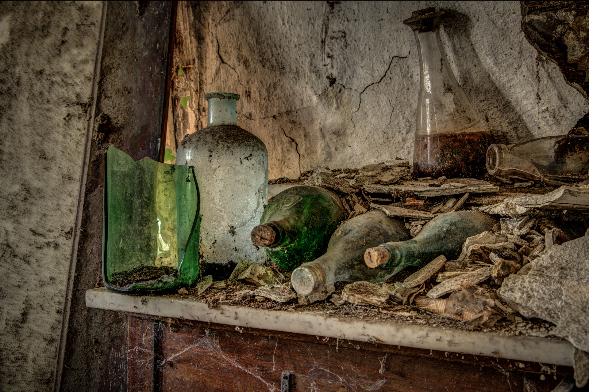 Urban Exploration - Farmhouse Liquor - Liquor Store