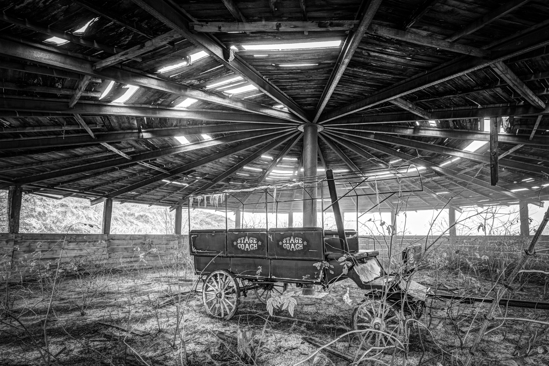 Urbex - Wayne City - Horseless Carriage