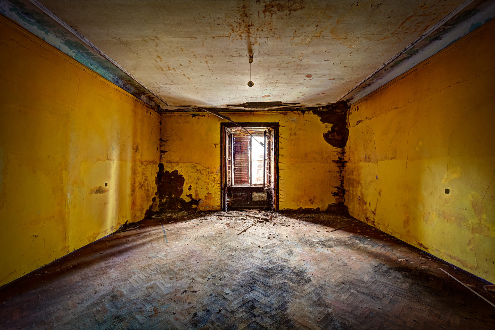 Urban Exploration - Villa Visage - Banana Box
