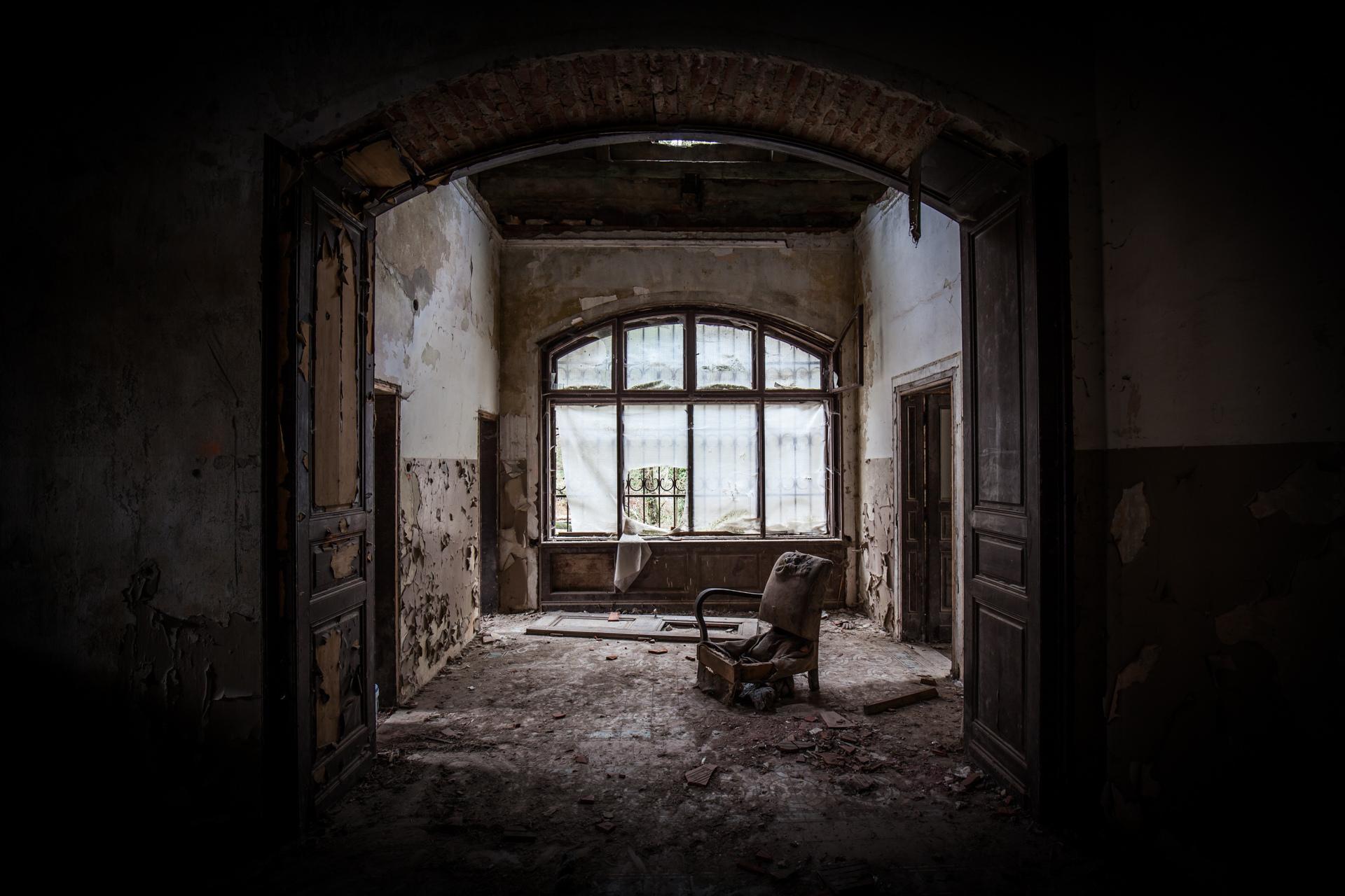 Urban Exploration - Villa Visage - Heavy Reader