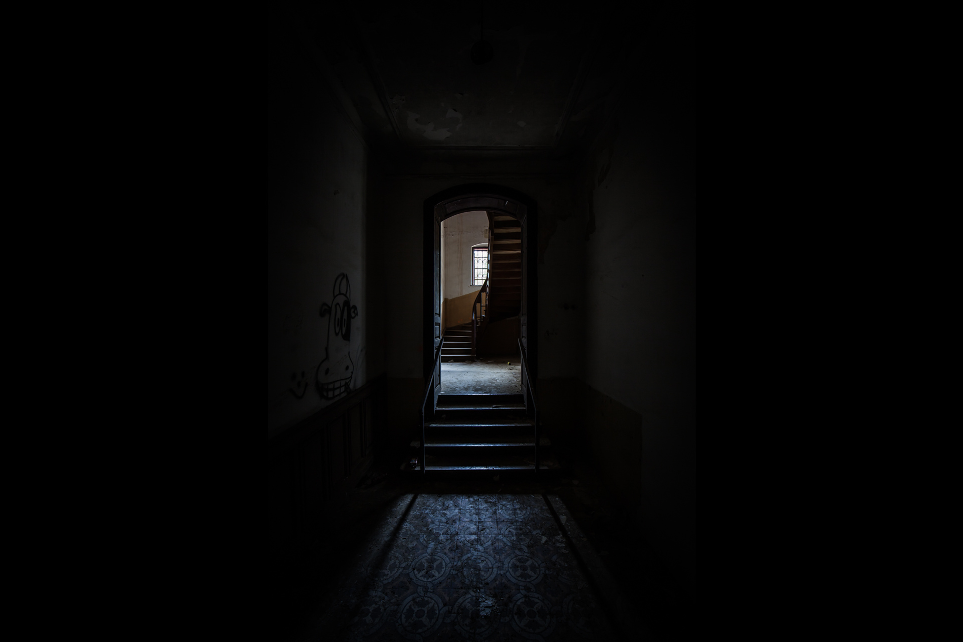 Urban Exploration - Villa Visage - Spooky Stairs