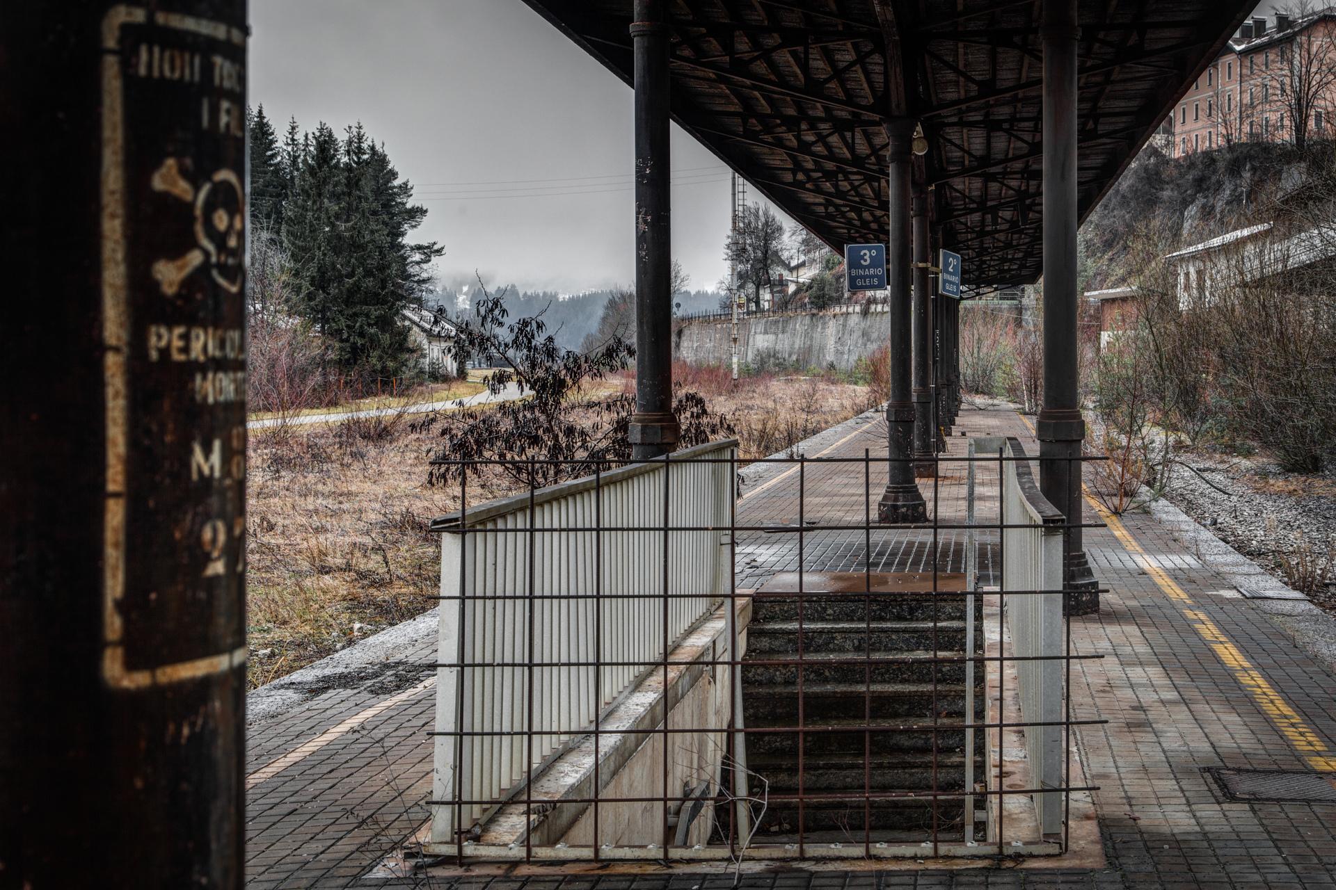 Urban Exploration - Sideline Station - Binario Tre