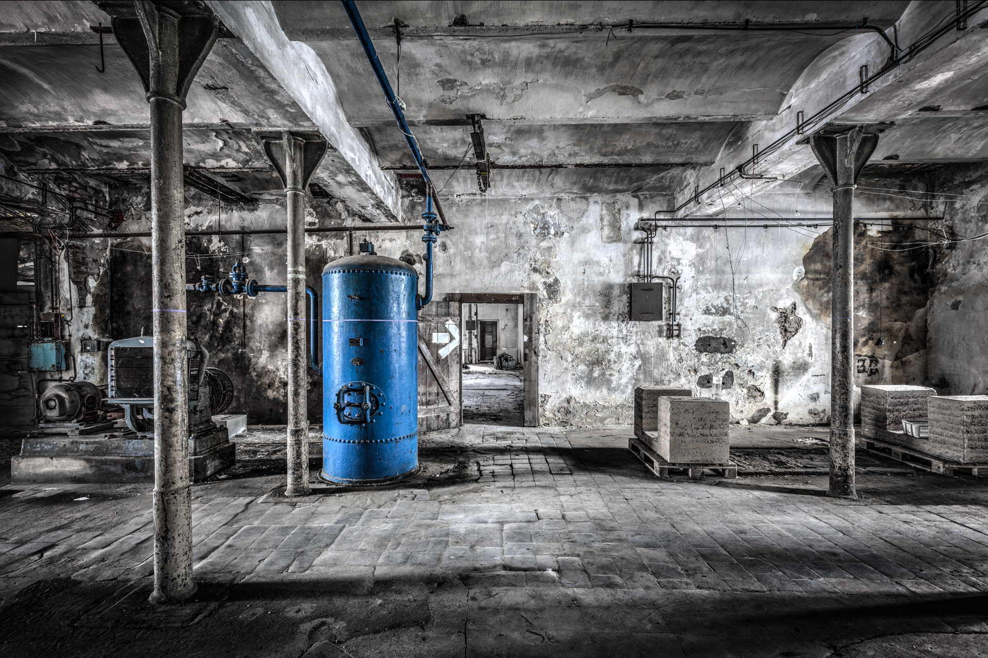 Urban Exploration - Villa Vehicle - Blue Boiler