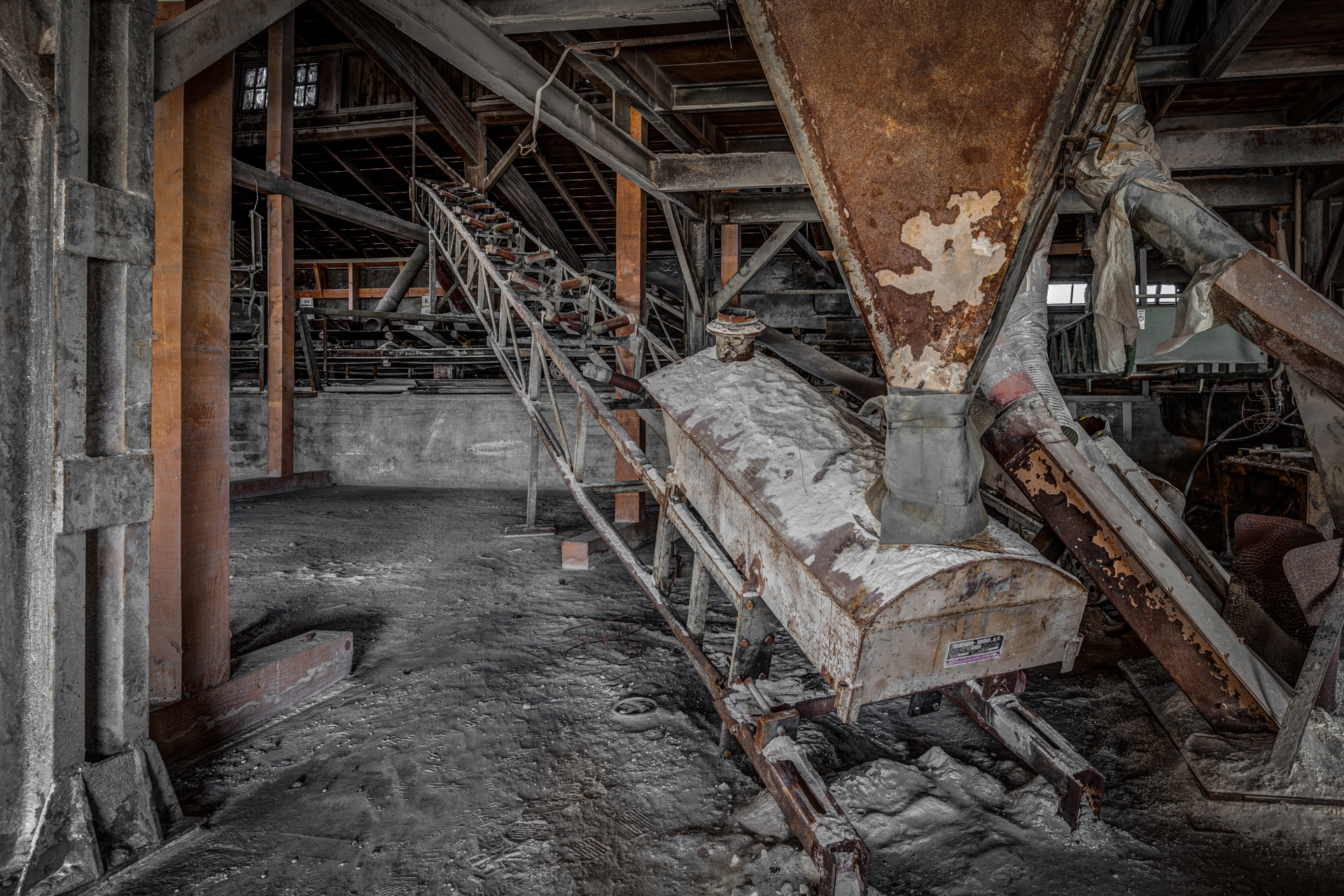 Urban Exploration - Furnace Factory - Funnel Conveyance