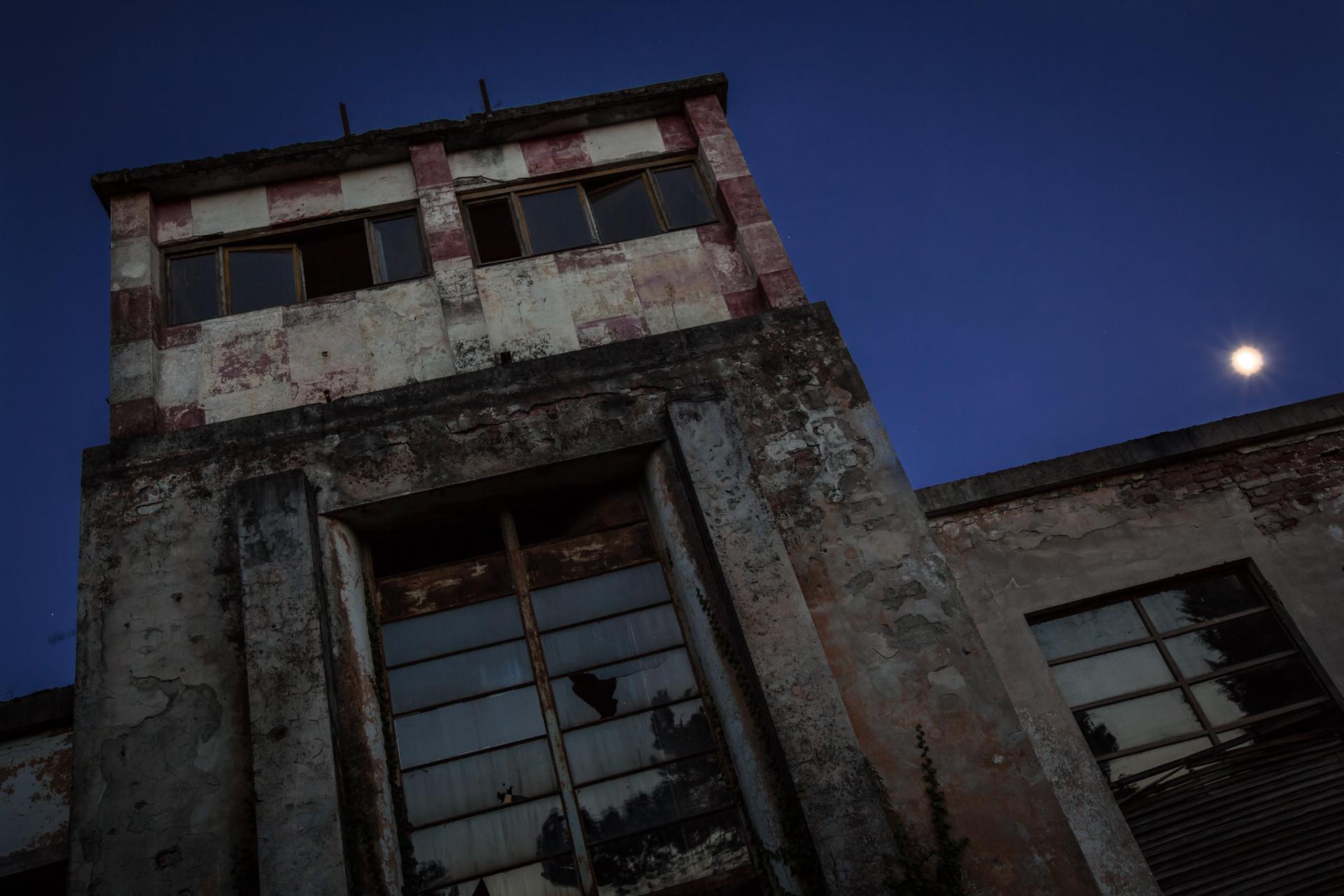 Urban Exploration - Airbase Confeccio - Nightwatch