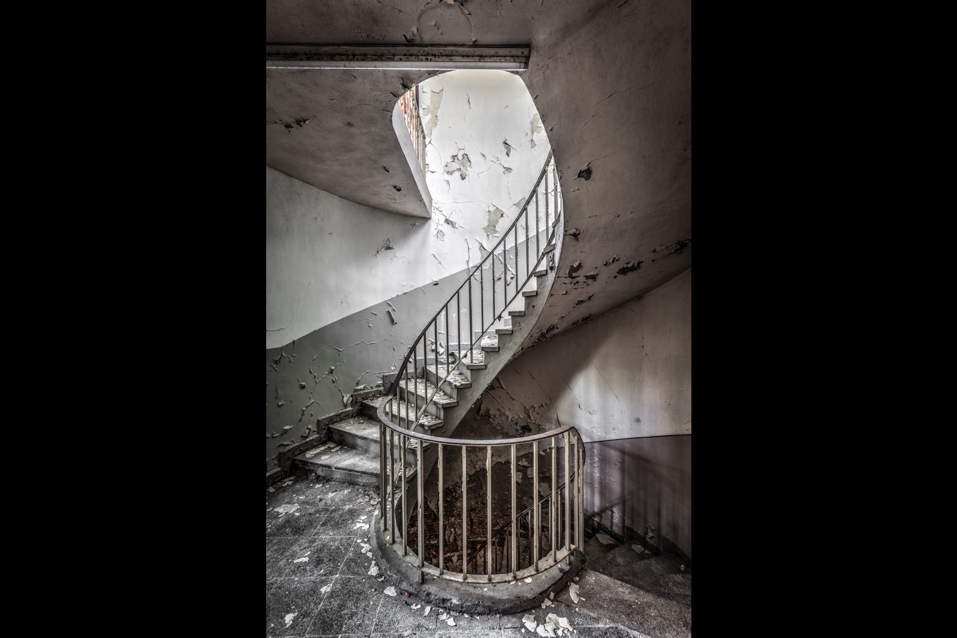Urban Exploration - Soldier School - Spiral Stairs at School