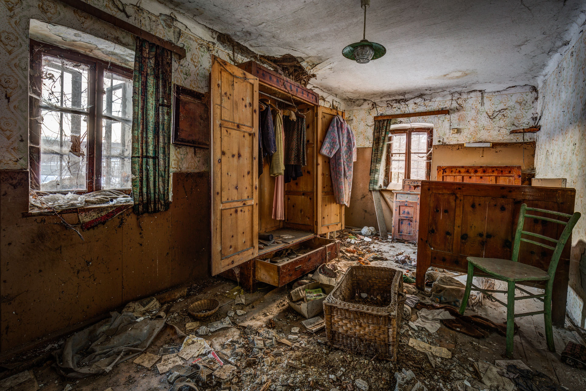 Urban Exploration - Farmhouse Bed and Breakfast - Battered Basketry