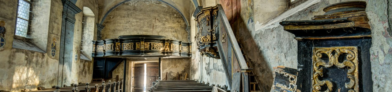Urban Exploration - Church Red Messiah - Deconsecrated