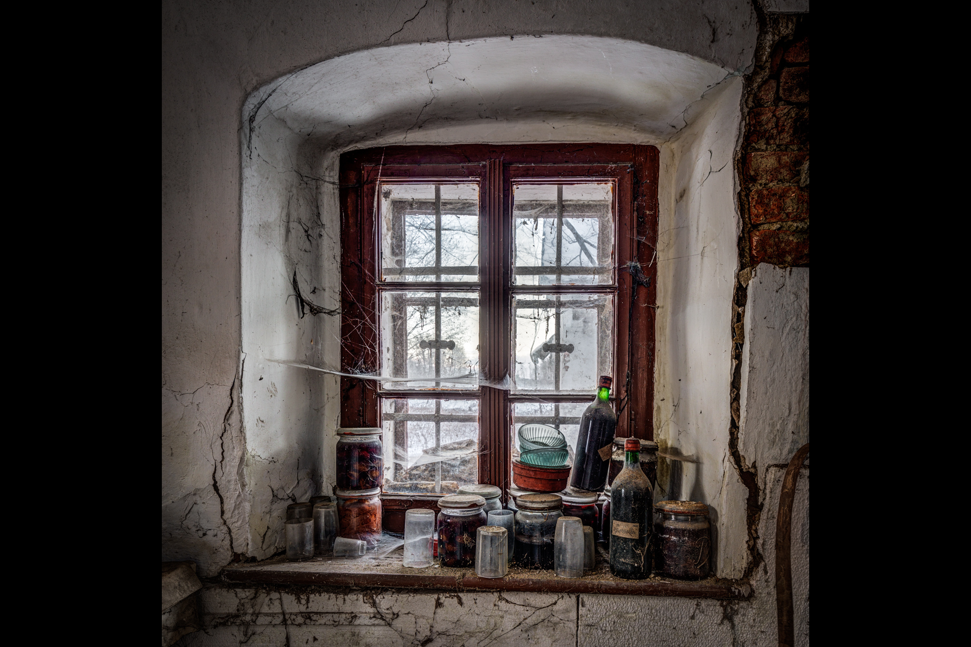 Urban Exploration - Farmhouse Bed and Breakfast - Store Window
