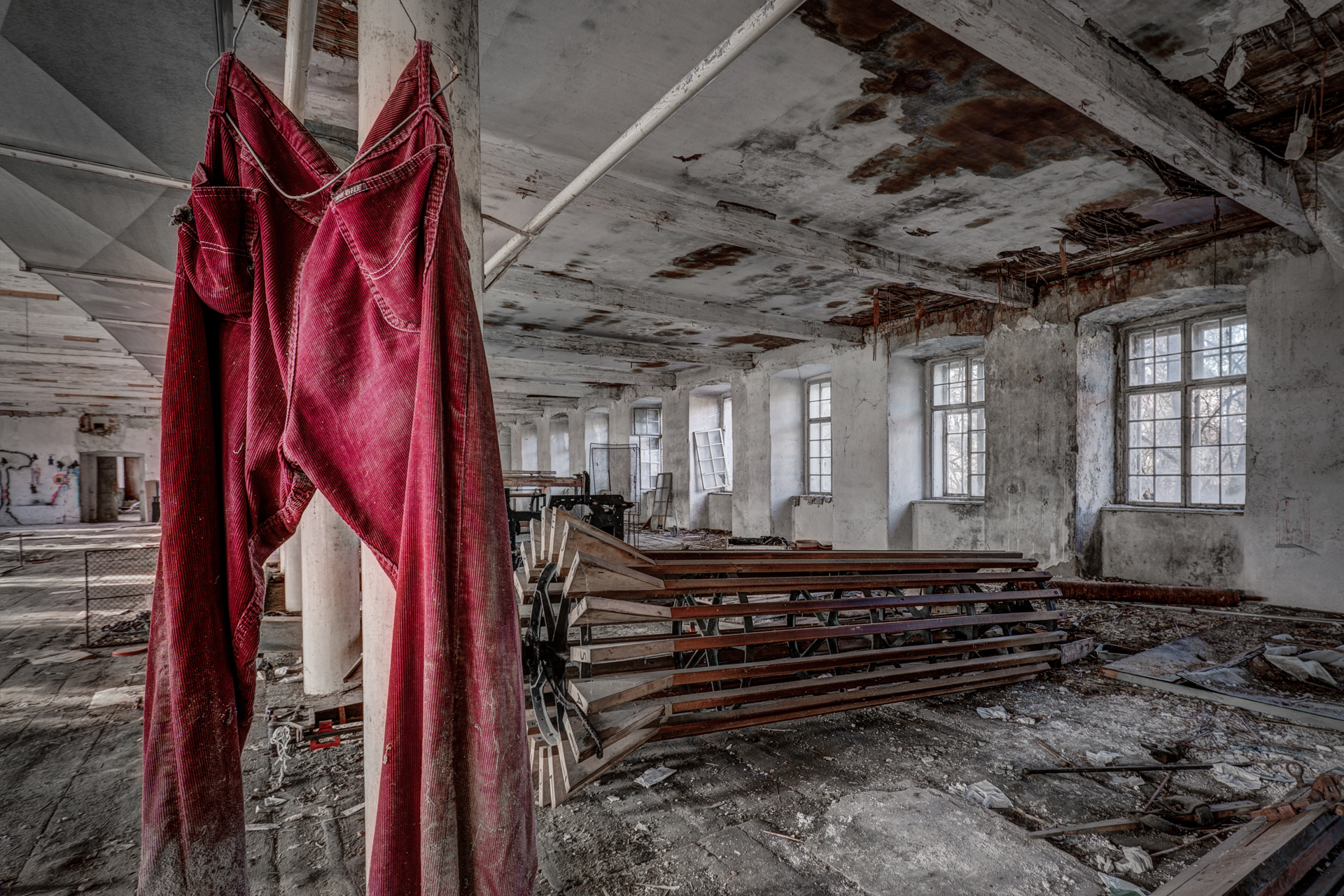 Urban Exploration - Grand Piano Weaving Mill - Life in Pink