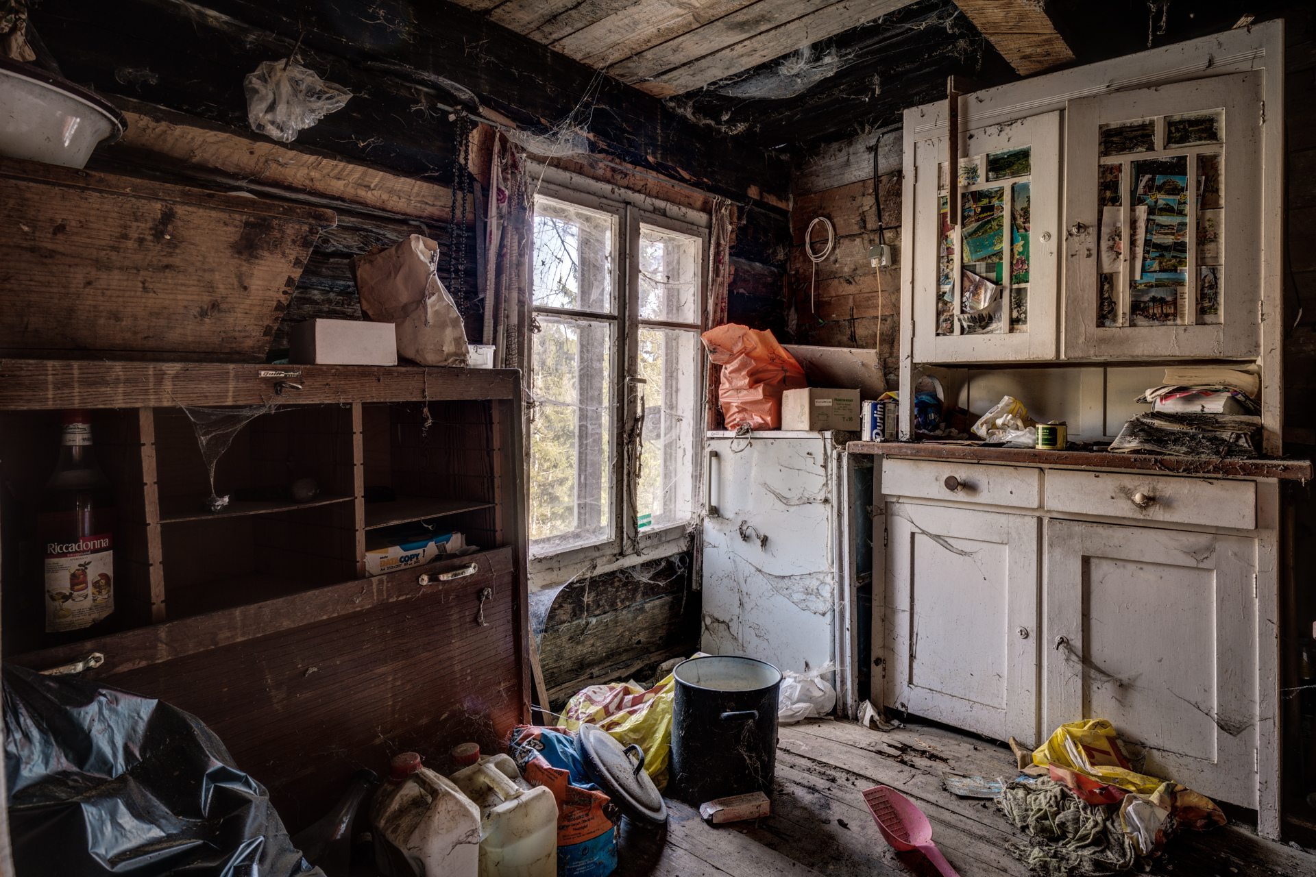 Urban Exploration - Lottery Farmhouse - Stored Memories