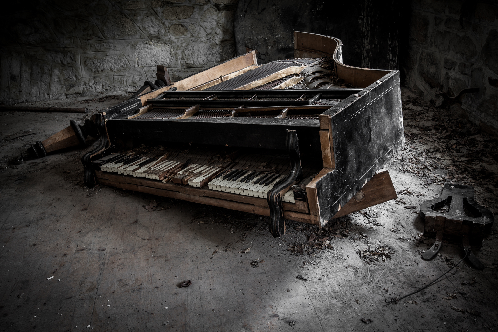 Urban Exploration - Grand Piano Weaving Mill - The Grand Piano