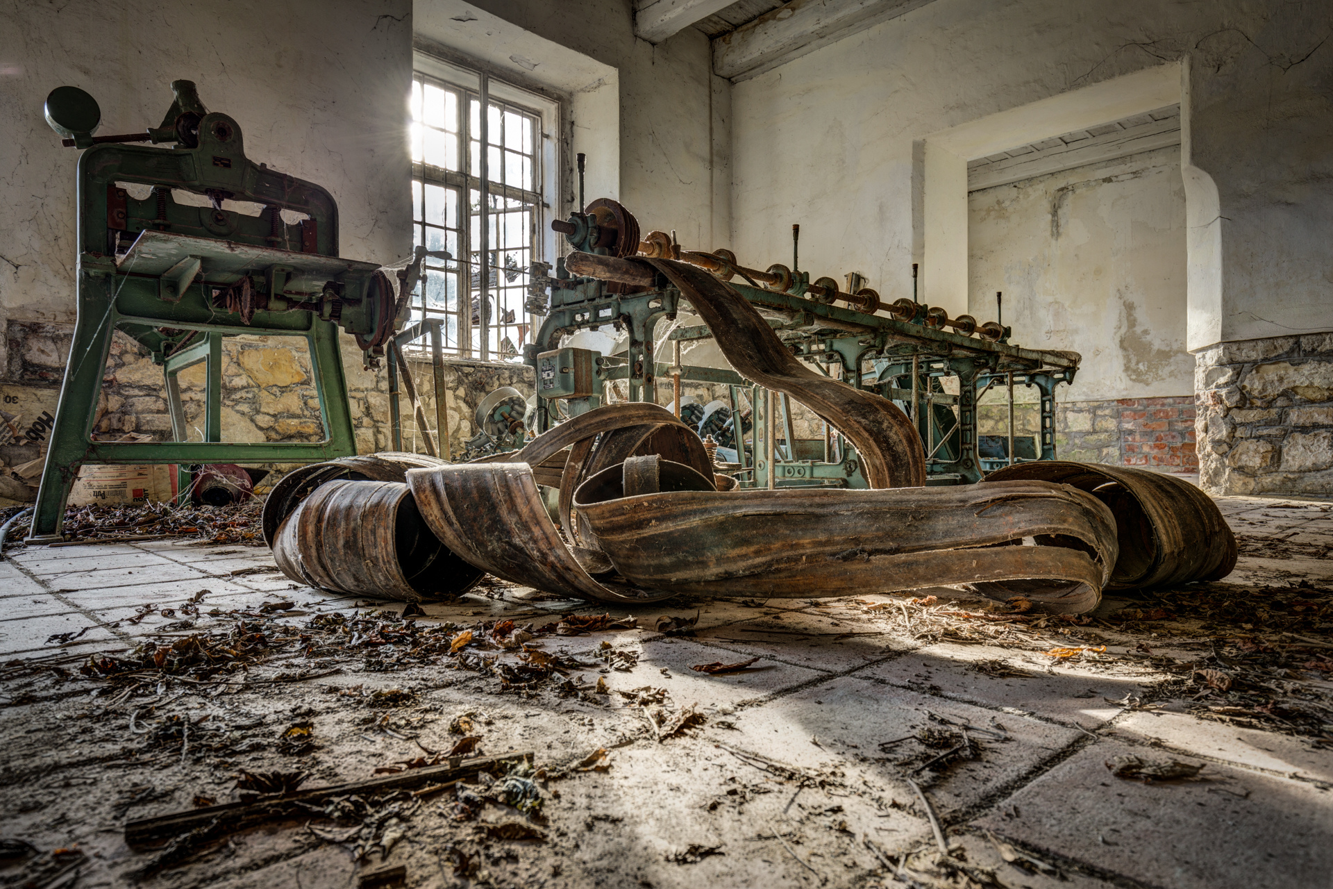 Urban Exploration - Grand Piano Weaving Mill - Transmission Down