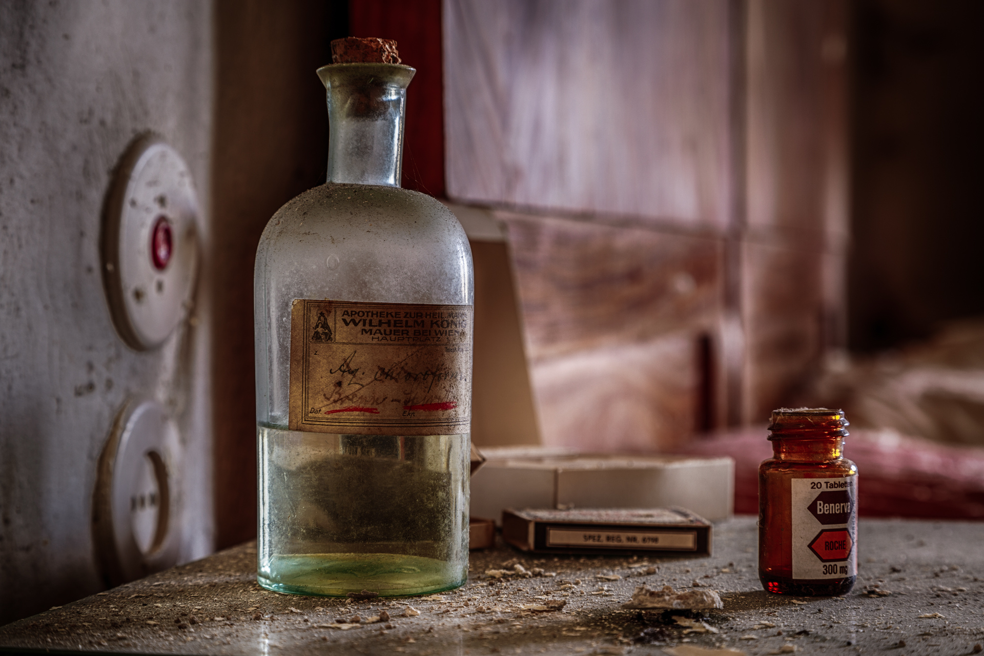Urban Exploration - The Doctors House - Chloroform