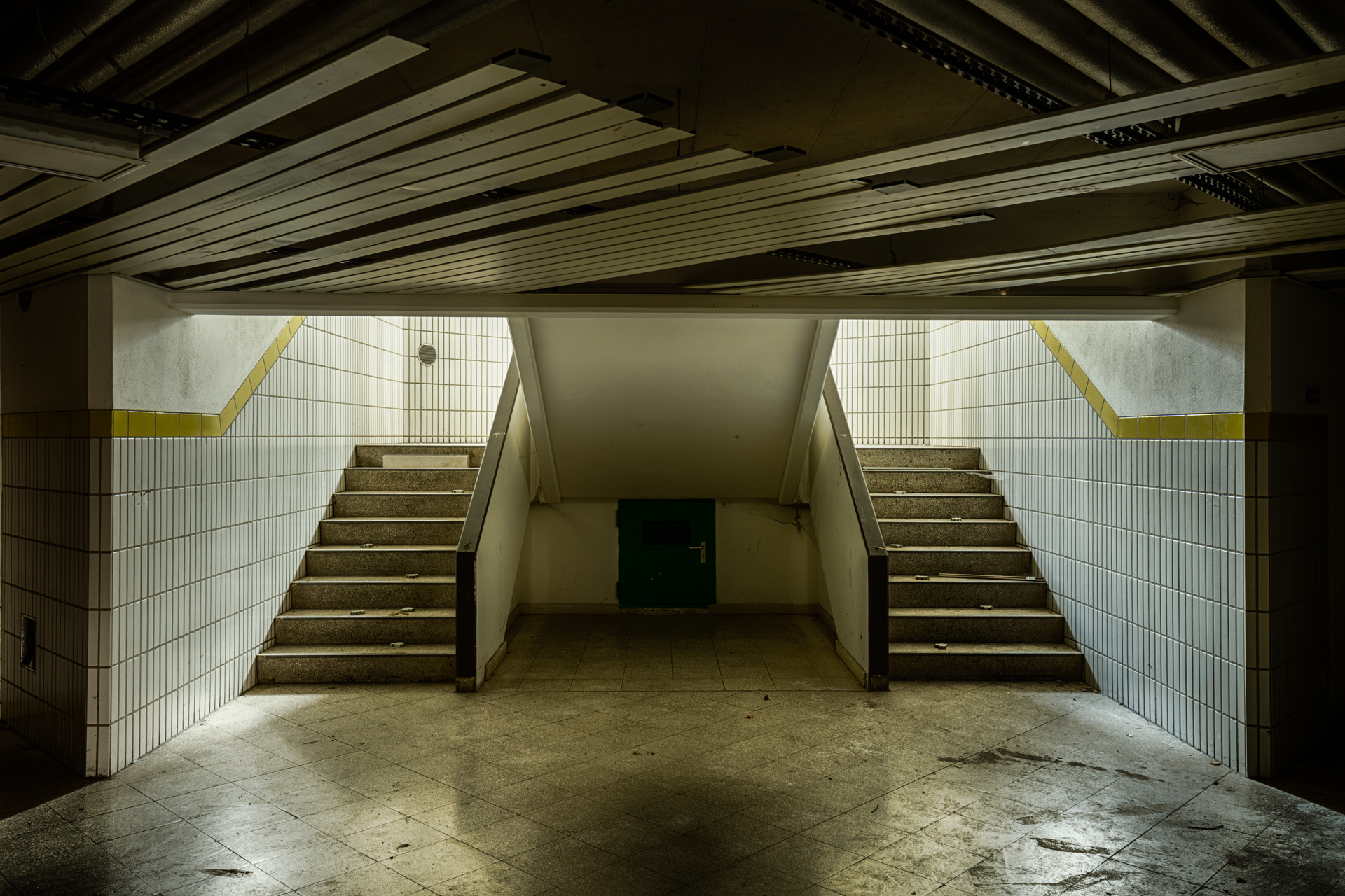 Urban Exploration - Military Peace - Double Stairs - Basement