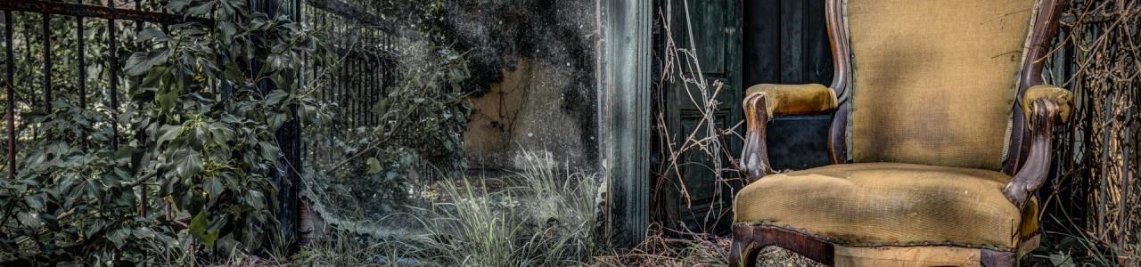 Urban Exploration - Mirror Mansion - Enjoy Springtime
