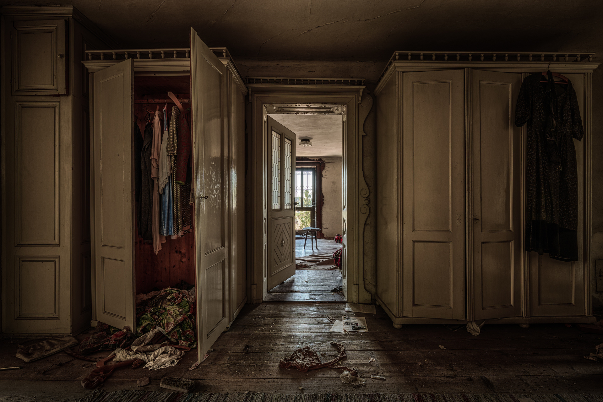 Urban Exploration - The Doctors House - Nursing Home Wardrobe