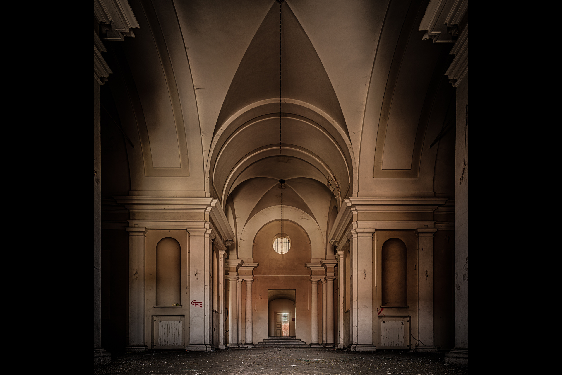 Urban Exploration - Manicomio Di Anime - Main Hallway
