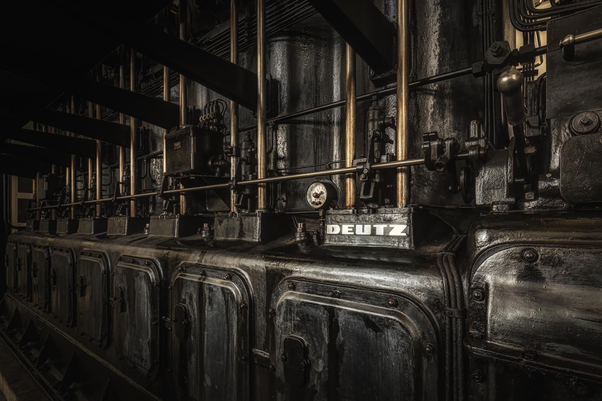 Urban Exploration - Propaganda Bullhorn - Deutz Engine