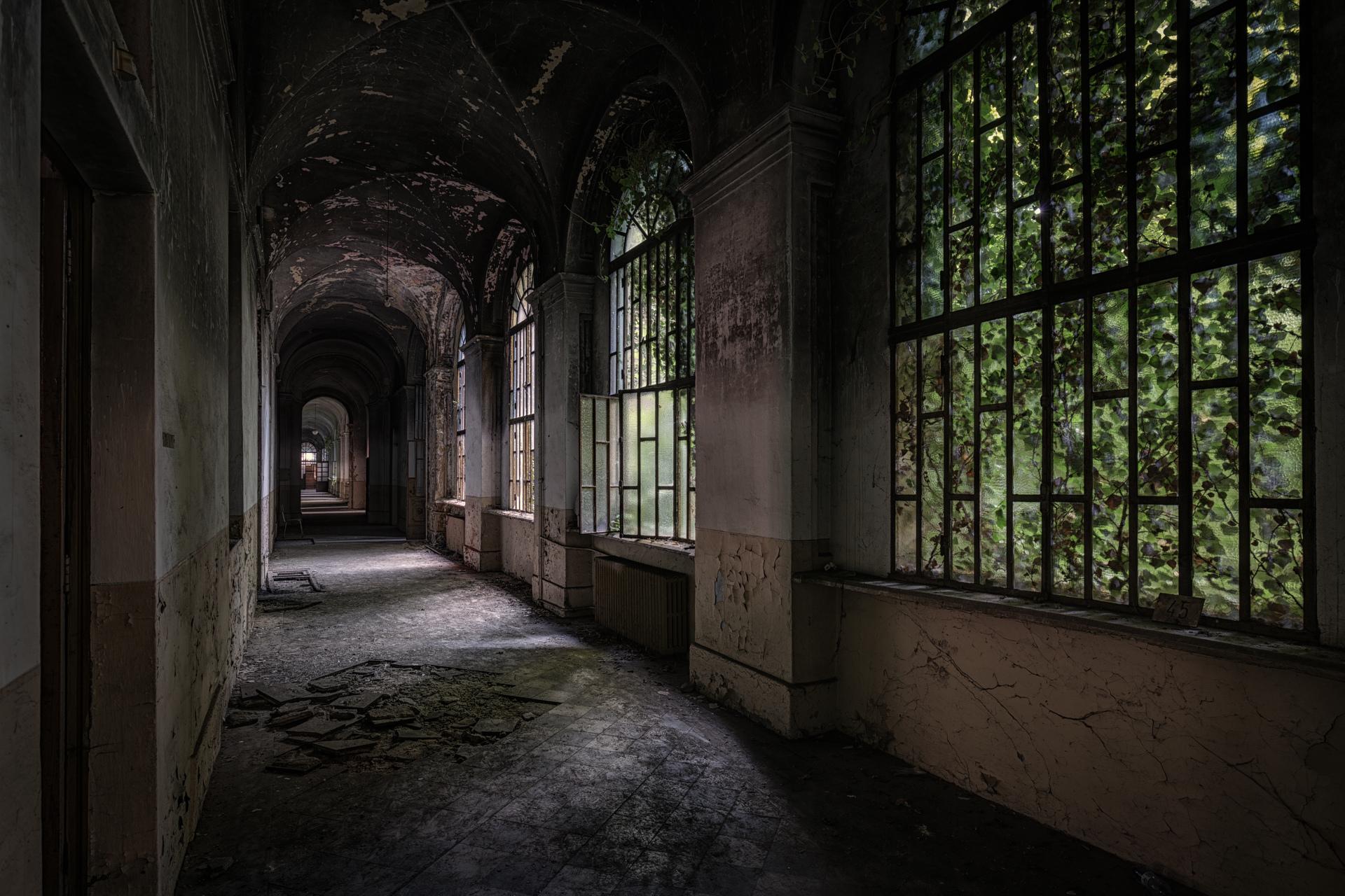 Urban Exploration - Manicomio Dr. Rossetti - Dark Corridor