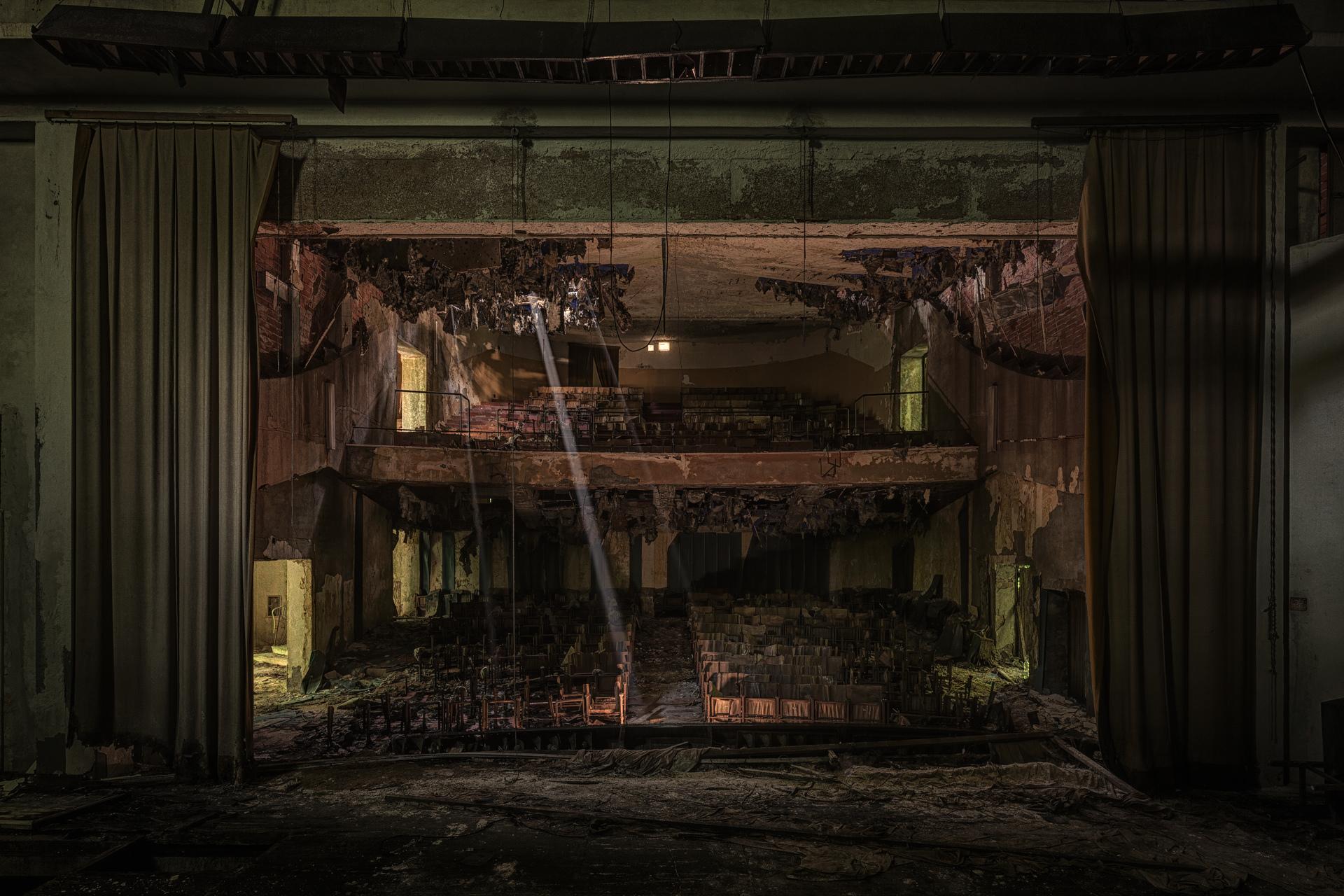 Urban Exploration - Manicomio Vendetta - Final Curtain