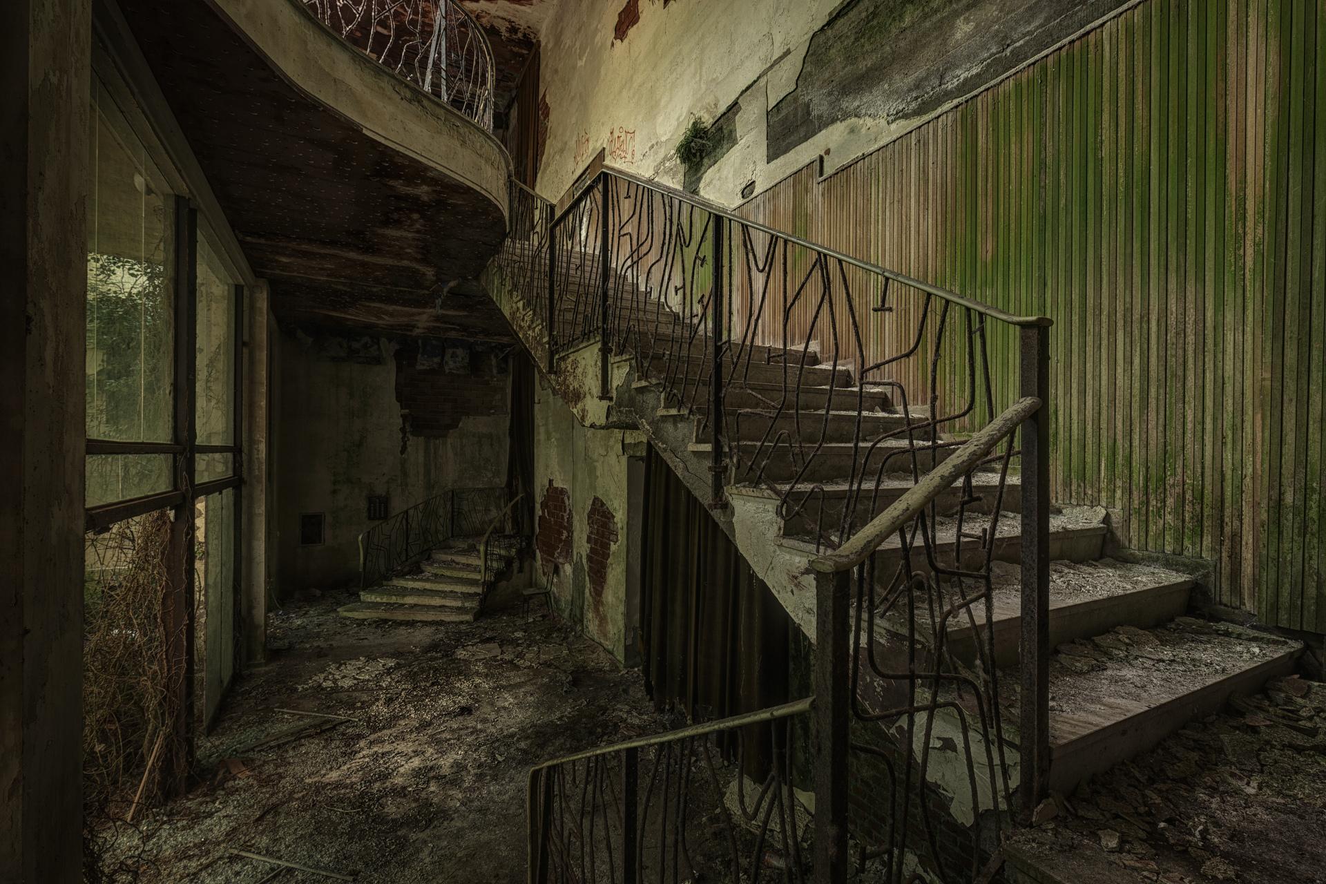 Urban Exploration - Manicomio Vendetta - Green Lobby