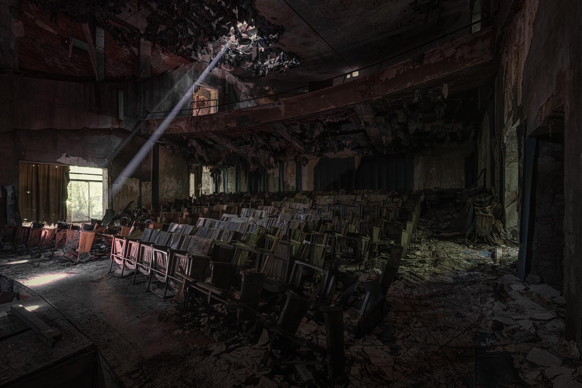 Urban Exploration - Manicomio Vendetta - Lunatics Theatre