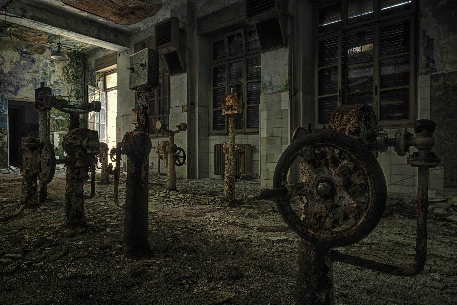 Urban Exploration - Manicomio Vendetta - Mad Machine