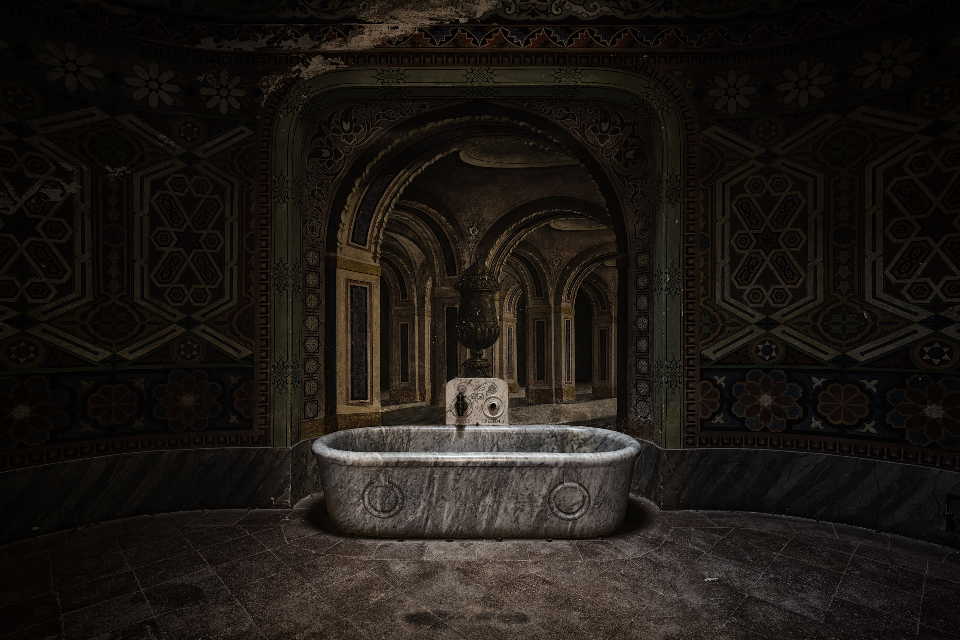 Urban Exploration - Non Plus Ultra - Royal Bathtub