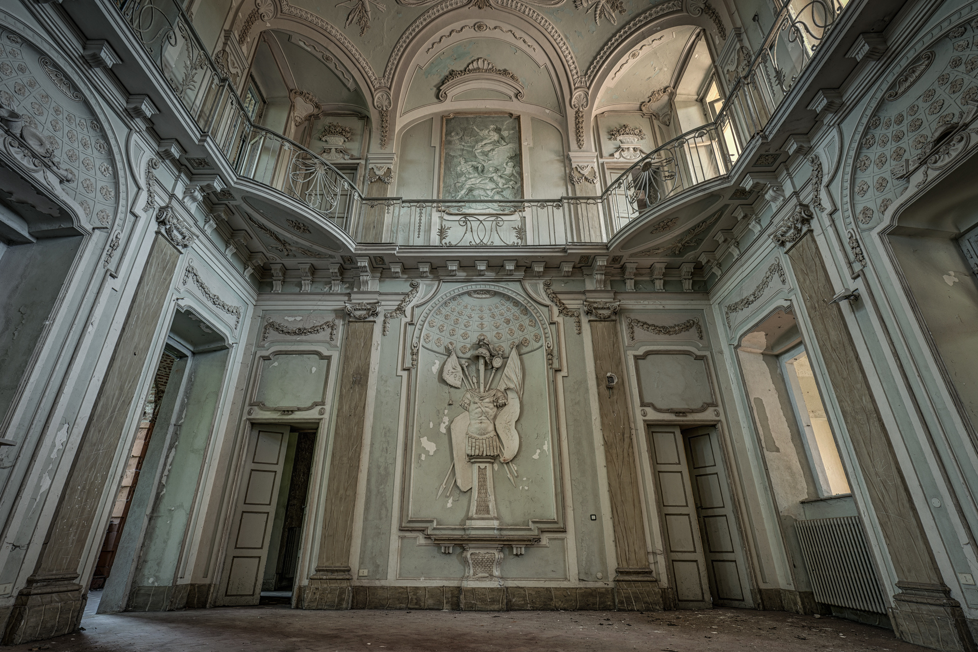Urban Exploration - Rising Angels Villa - SPQR Entrance Hall