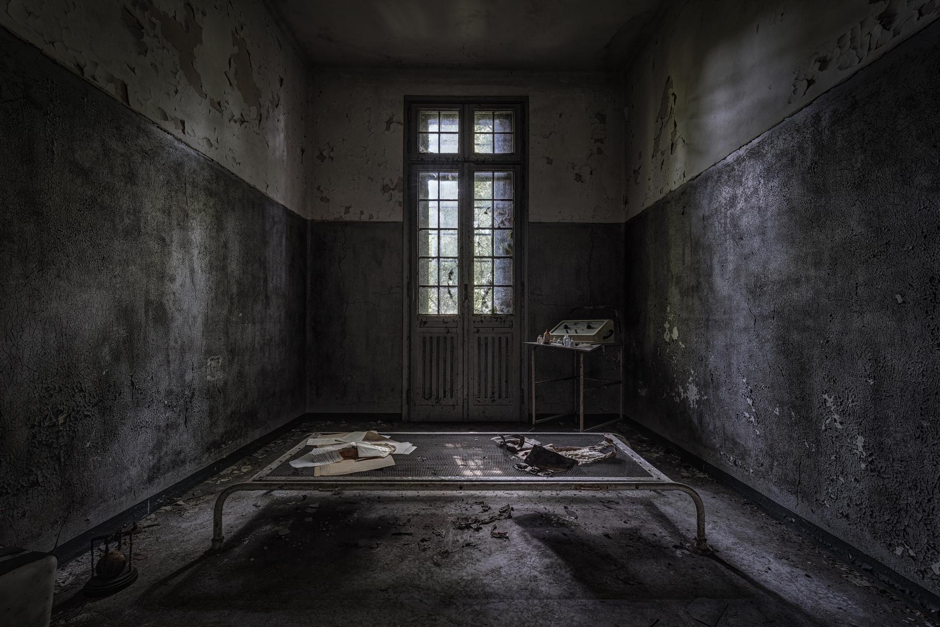 Urban Exploration - Manicomio Vendetta - The Cell