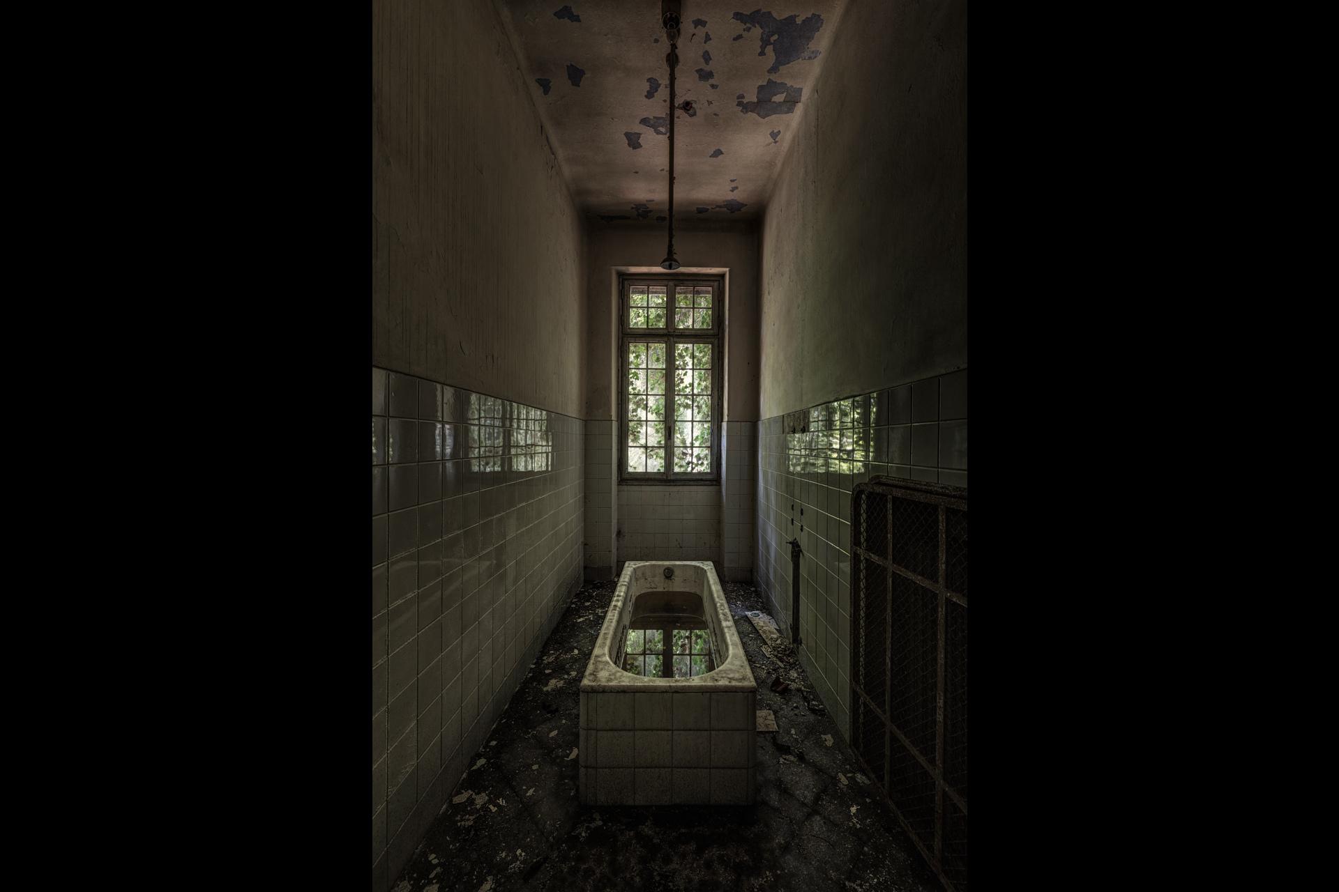 Urban Exploration - Manicomio Vendetta - What Lies Beneath