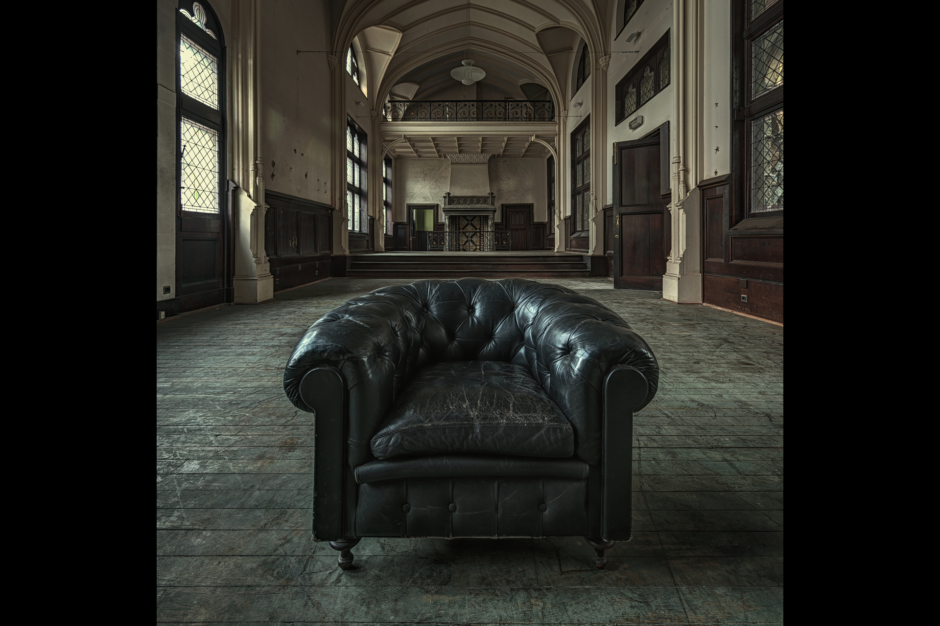 Urban Exploration - Chambre de Commerce - Have a Seat