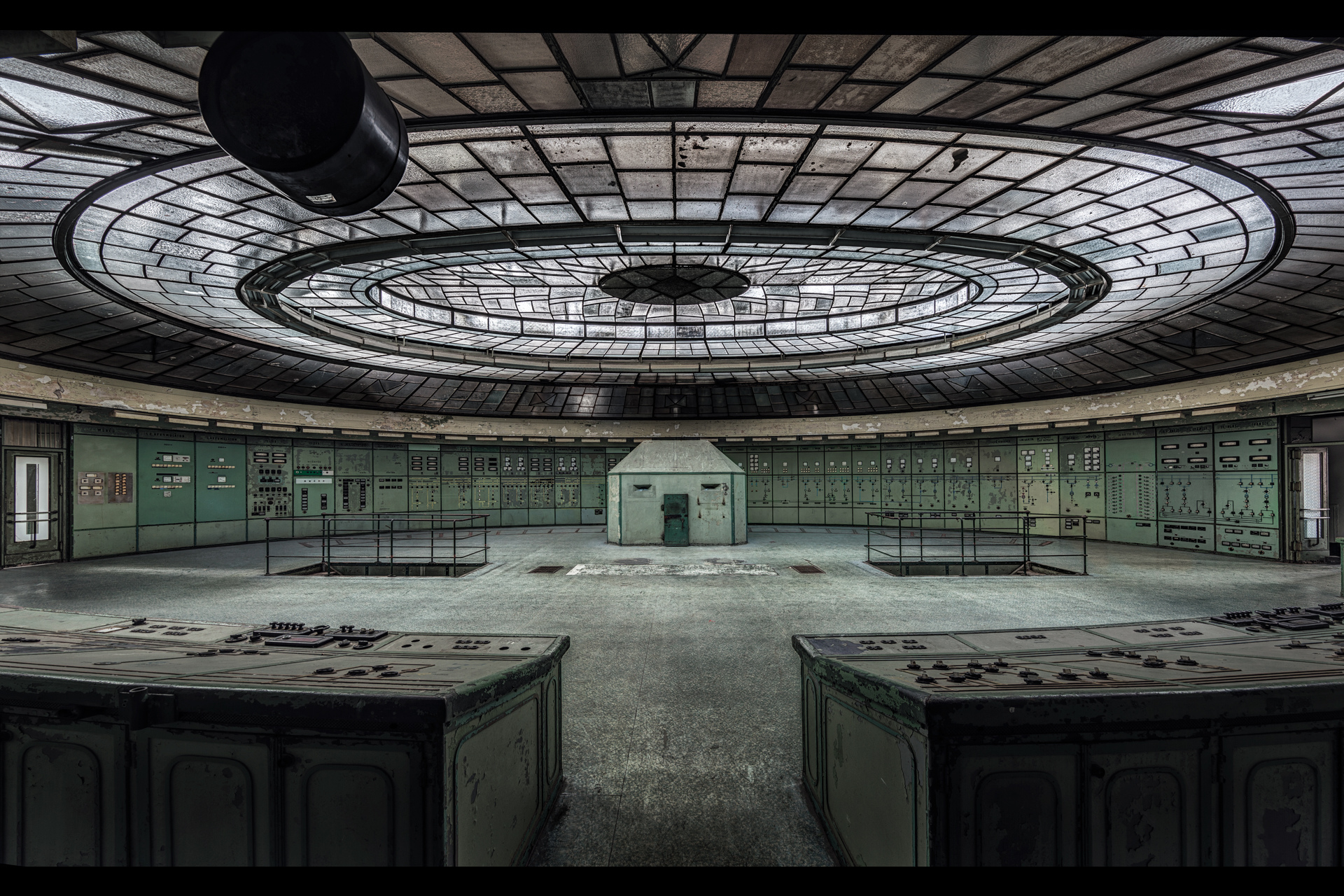 Urban Exploration - Art Deco Powerplant - The Bunker