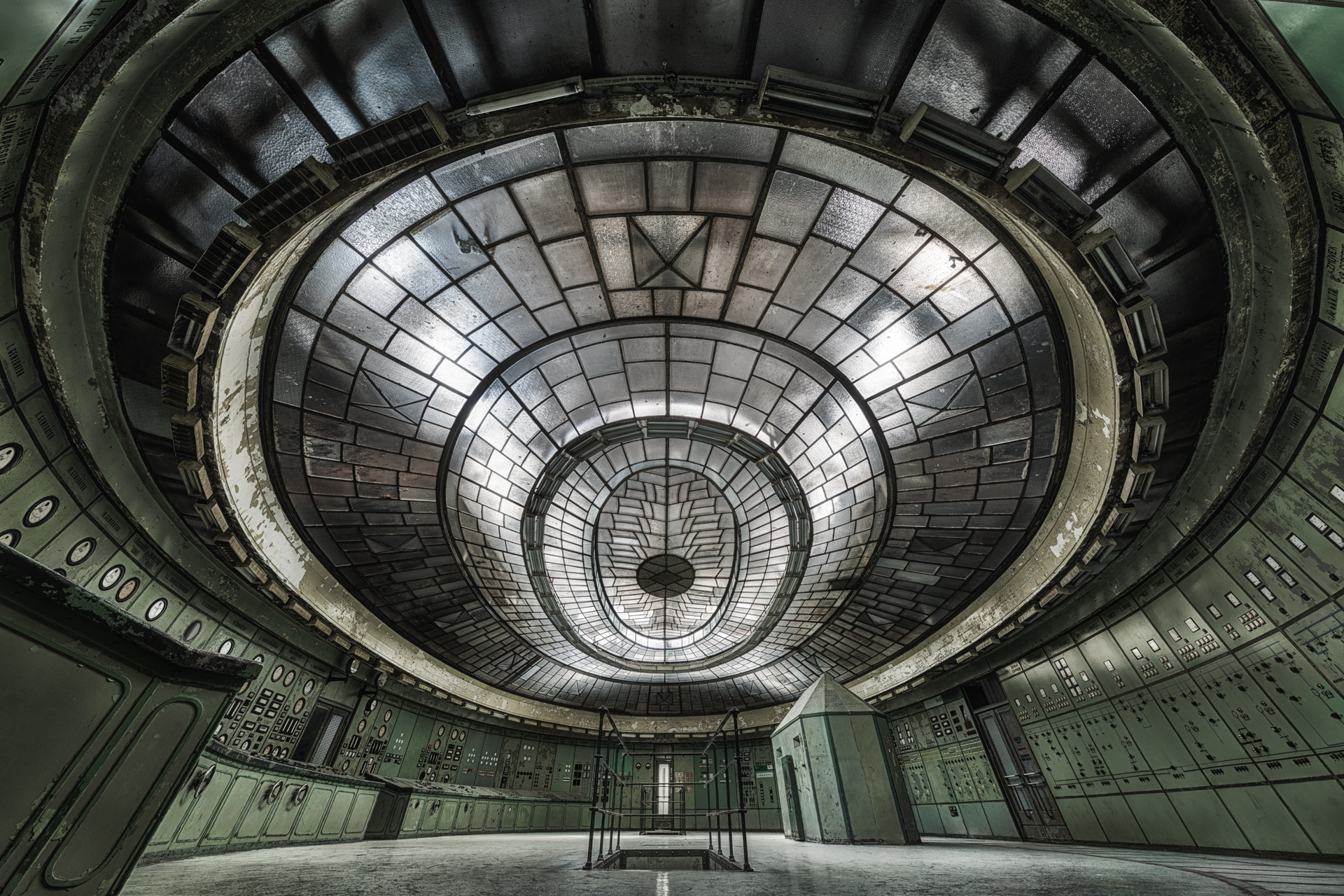 Urban Exploration - Art Deco Powerplant - The Eye Resonator